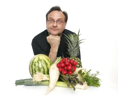Koch mit Obst und Gemüse