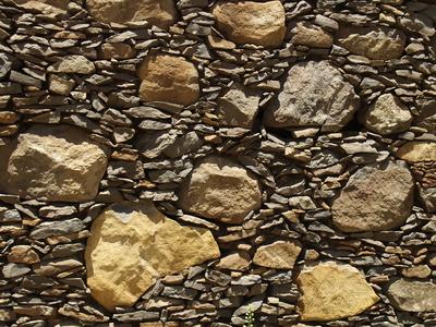 Aus Stein gemauert