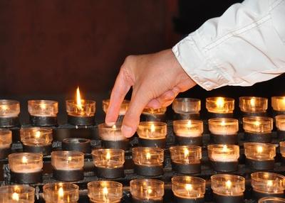 Ein Kerzenlicht  anzünden für .....
