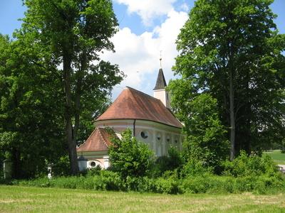 Kapelle im Grünen