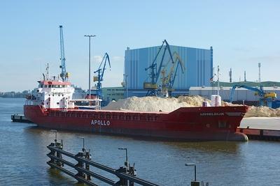 Frachter im Seehafen