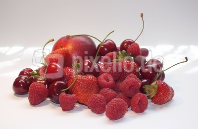 rote früchte..
