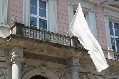 Weiße Fahne - Abitur (Matura) bestanden