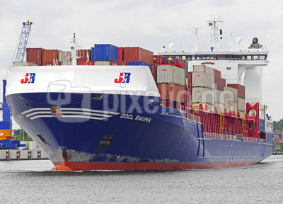 Containerfrachter . . . .