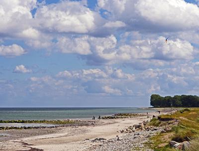 Typische Küstenlandschaft an der Ostsee . . .