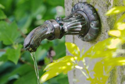 Stilvoller Gartenbrunnen