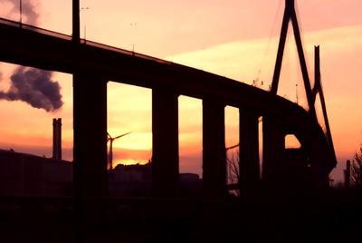 Köhlbrandbrücke im Sonnenuntergang