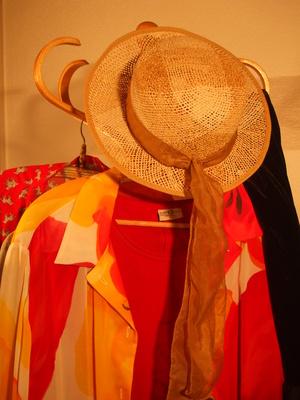 Frauenkleiderbörse