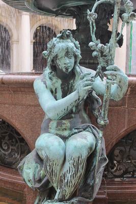 Figur am Brunnen
