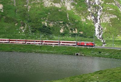 Matterhorn-Gotthard-Bahn auf dem Oberalppass