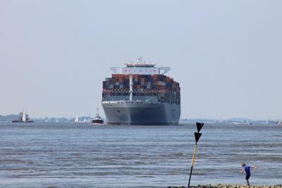 Einfahrt vom Containerschiff