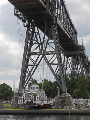Rendsburger Hochbrücke von unten  . . . .