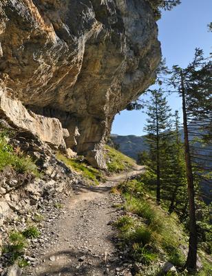 Horizontal durch die Senkrechte: Zustieg zum Felsenweg