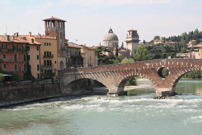 Ponte Pietra und Chiesa di San Giorgio in Braida, Verona