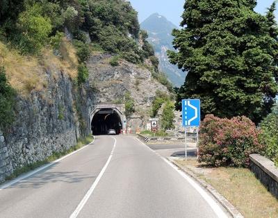 Straßentunnel am Gardasee 2