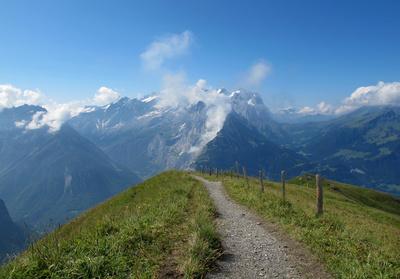 Der Weg in die Berner Alpen