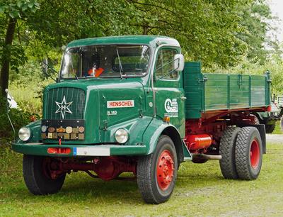 Henschel-Lastwagen . . .