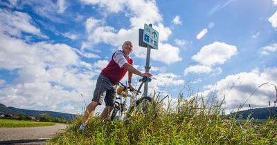 Radweg im Donautal 2 mit Senior