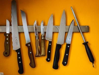 scharfe Messer am Magnethalter