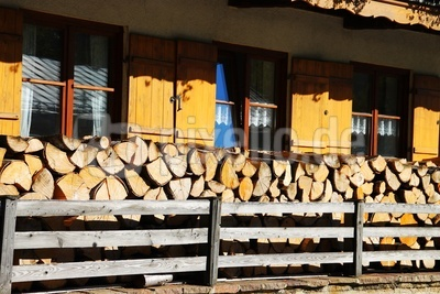 Holz vor der Hütt`n...