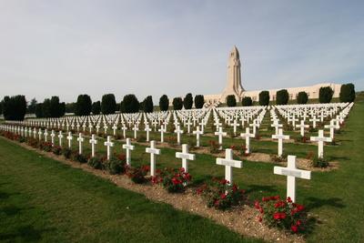 Soldatenfriedhof mit Beinhaus Douaumont bei Verdun