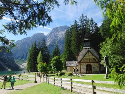 Kleine Kapelle am Pragser Wildsee