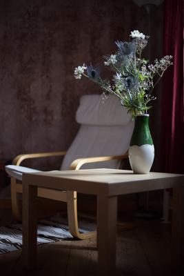 Genießer-Ecke mit Blumen