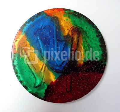 Farbenfrohe Granulat-Bastelarbeit