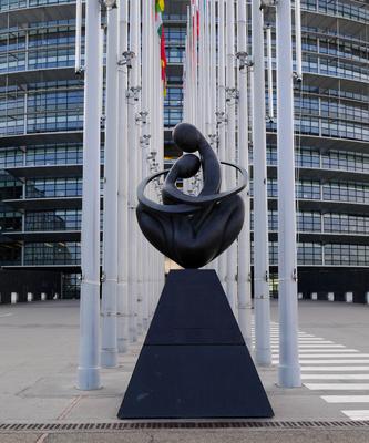 Vor dem Europaparlament in Straßburg