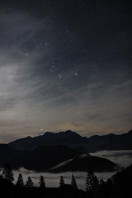 Sternbild Orion über Nebel der Grabneralm