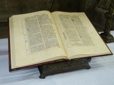 Alte Altarbibel
