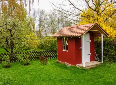 Kinderhaus im Garten