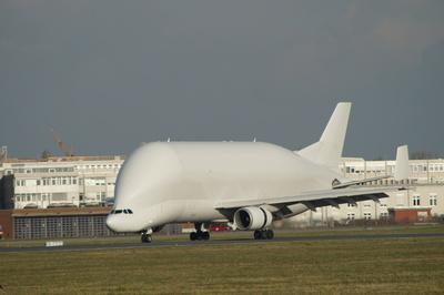"Airbus Transporter ""Airbus A-300 B4 "" rollt aus"