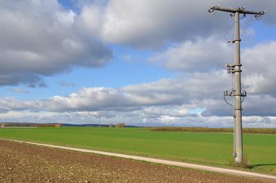 Strommast auf dem Land