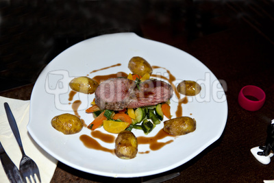 Roastbeef auf Gemüsebett
