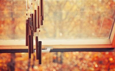 Herbstliches Klangspiel im Wind