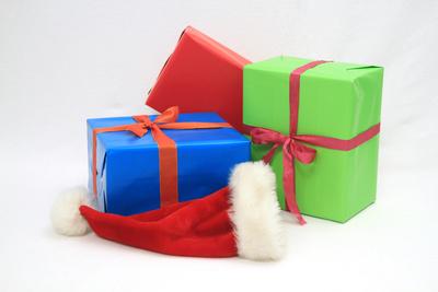 Weihnachtsgeschenke mit Mütze