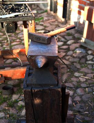 Hammer & Amboss