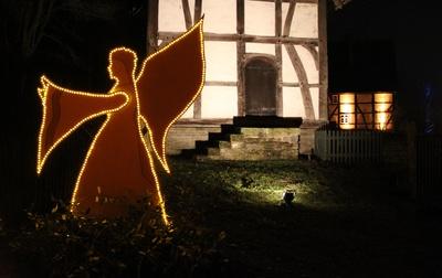 leuchtender Engel im Freilichtmuseum Detmold