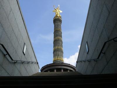 Berliner Siegessäule aus der Froschperspektive