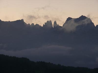 Dolomiten: Rosengarten mit Morgennebel