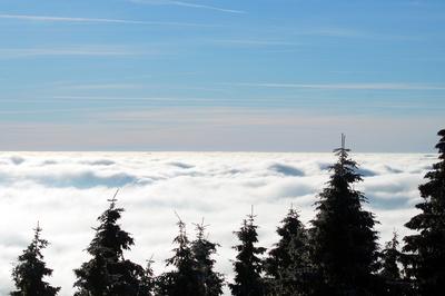 Endloses brodelndes Wolkenmeer