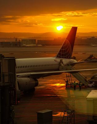 Flughafen-Stimmung mit Sonnenaufgang 2
