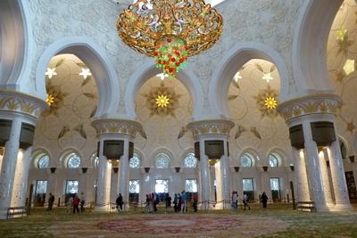 Haupthalle der Scheich Zayed Moschee