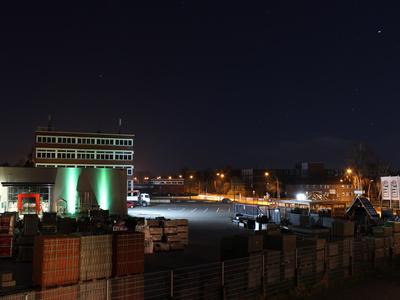 Baustoffhandel bei Nacht