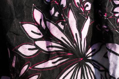 Sarong / Hintergrund floral schwarz-rosa
