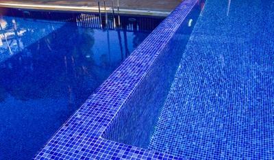 saubere Pool-Landschaft