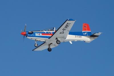 "PC 9 "" Pilatus""  Schulflugzeug geht zur Landung in Wittmund"