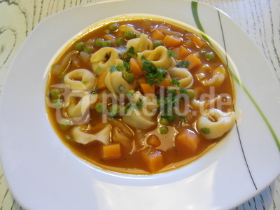 Tortellini-Suppe vegetarisch