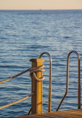 Einstieg zum Schwimmen im Meer